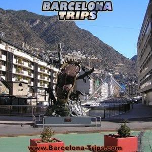 800px-Clock_on_Bridge_along_Avinguda_Meritxell_Andorra_la_Vella